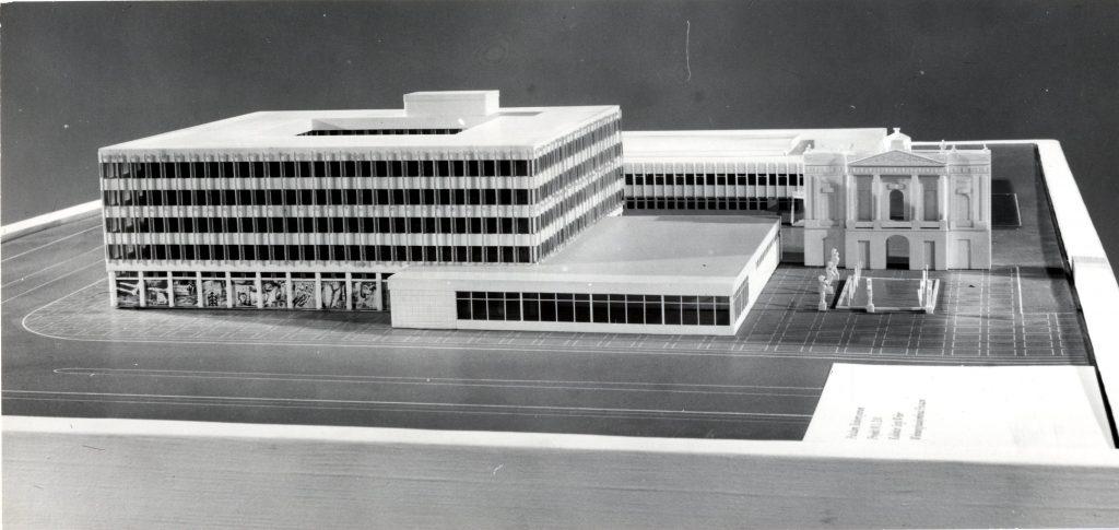 Modell des Datenverarbeitungszentrums mit Kopfbau des Langen Stalls