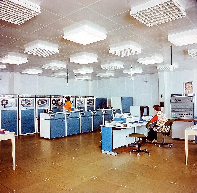 Die Geschichte des Potsdamer Rechenzentrums: Sozialistische Computernutzung und die Digitalisierung in Ostdeutschland